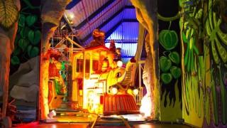 Welkom in het grootste indoor attractiepark van de randstad! Boordevol leuke en spannende attracties voor kinderen t/m 11 jaar en hun ouders.    Bij KidZcity zijn de spannendste, origineelste en leukste attracties te vinden die je je maar kunt voorstellen. Deze attracties zijn verspreid over 5000 m2! Klimmen, glijden, rijden, botsen, zweven, spelen, schieten en kruipen. Het kan allemaal in KidZcity! Veilig en hygiënisch.  Terwijl de kinderen zich vermaken, kunnen de volwassenen zich terugtrekken in het gezellige restaurant of een oogje in het zeil houden op één van de comfortabele zitjes. Mee in de lasergame, Timekeeper, zweefmolen of botsauto's mag natuurlijk ook!  KidZcity! Niet voor niets het leukste en mooiste indoor attractiepark.  Alle attracties en terrassen staan overzichtelijk opgesteld, waardoor toezicht in het pretpark door begeleiders en onze medewerkers uiterst gemakkelijk is. Voor een aangenaam klimaat en frisse lucht beschikt KidZcity over een hypermodern luchtbehandelingsinstallatie. De attracties voldoen niet alleen aan de strengste veiligheidseisen, maar ook aan de verwachting van de hedendaagse jeugd.  Een mix van bekende en moderne attracties maken van KidZcity een sfeervolle en futuristische speelstad waar jong en oud zich thuis voelen. Je raakt niet uitgespeeld!
